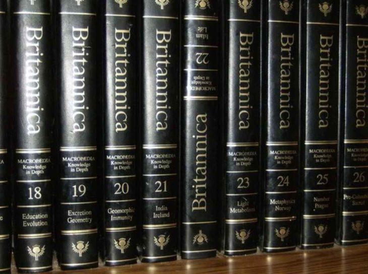 libros mal acomodados