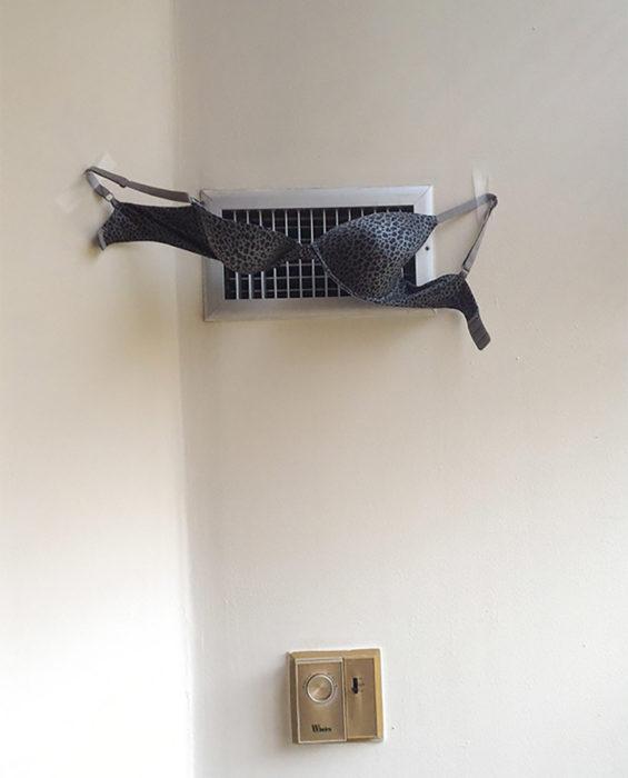 aire acondicionado secando un brasiere