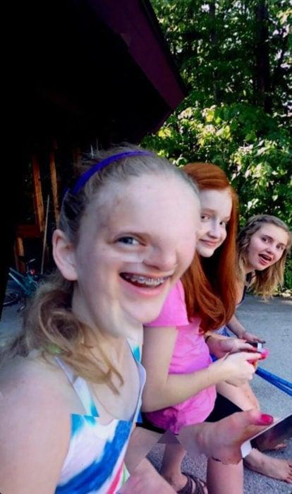 3 amigas en fotografía panorámica