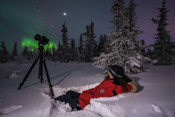 fotógrafo captura una aurora boreal