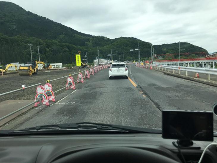 barrera carretera de hello kitty