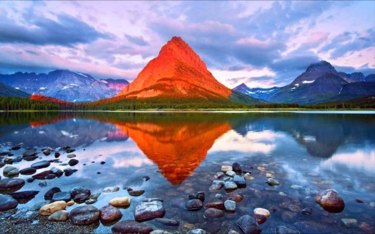 reflejo de montaña y lago