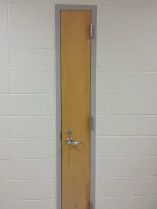 puerta demasiado diminuta