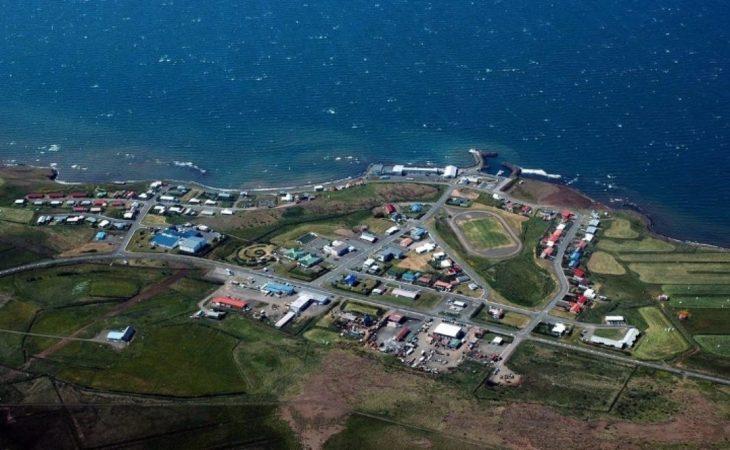 pueblo al lado del mar