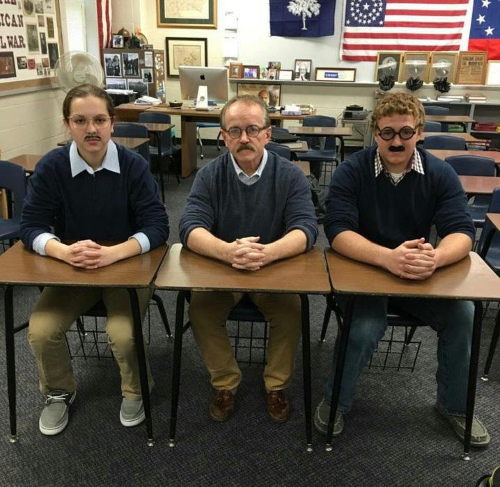 alumnos vestidos igual que su profesor