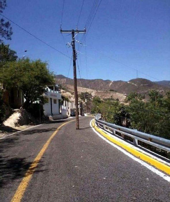 postre de electricidad en medio de carretera