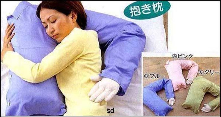 almohada en forma de brazo masculino