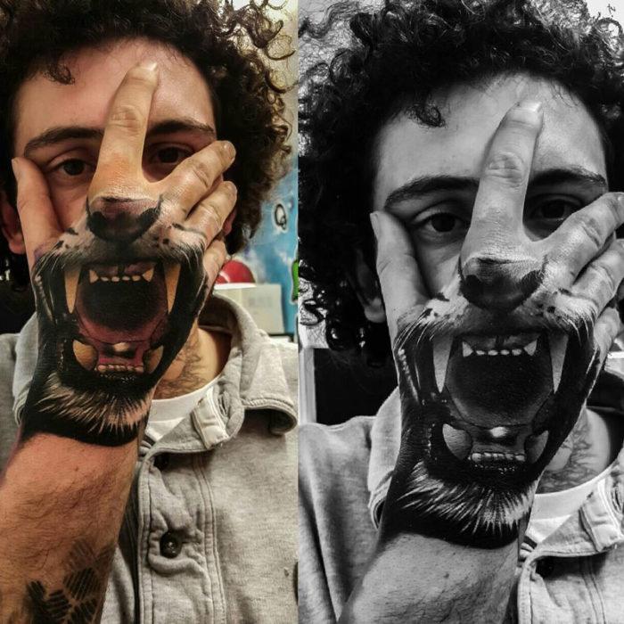 mandíbula de tigre tatuada en la mano