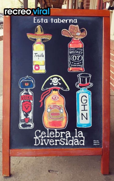 cartel para bar con muchas botellas dibujadas