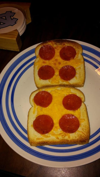 pan tostado con peperoni