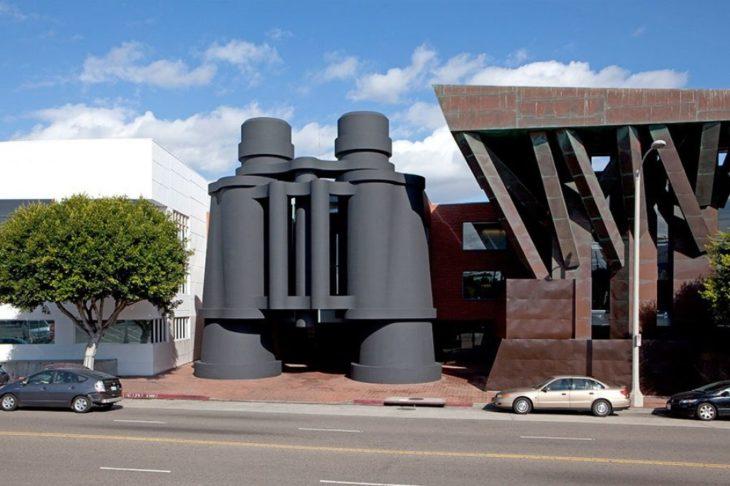 edificio en forma de vinoculares