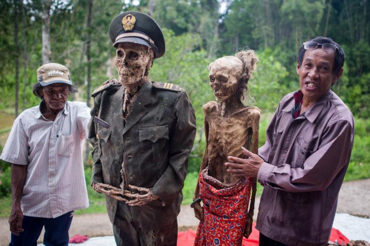 momia con ropa de soldado