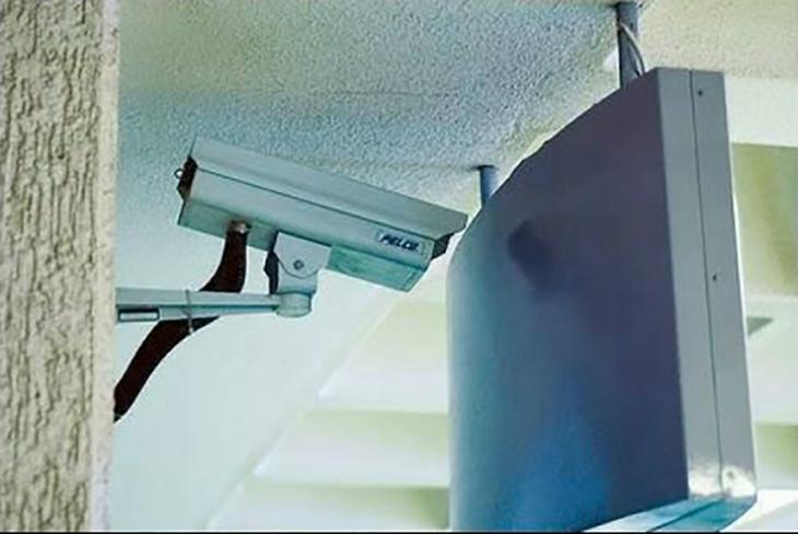 cámara de vigilancia mal instalada