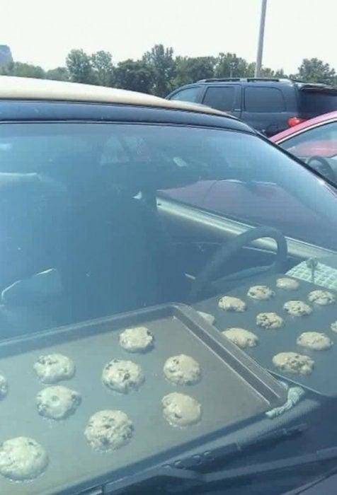 galletas cocinándose en el auto