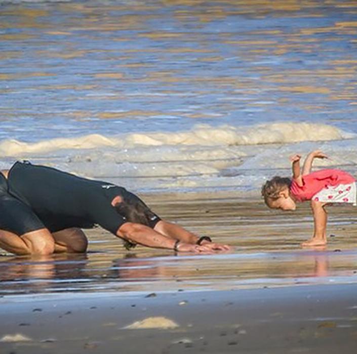 chris practica yoga