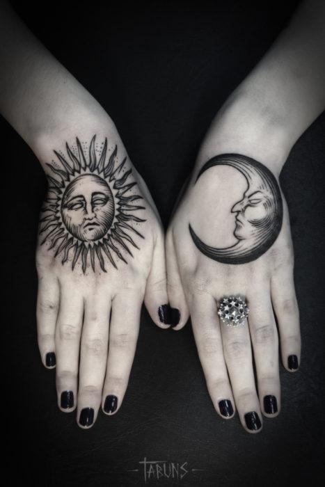 tatuaje de sol y luna en las manos