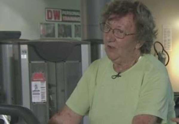 abuelita que golpeo a un ratero de 18 años