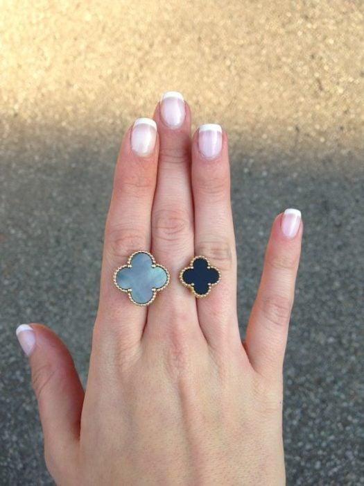 anillo de media mano