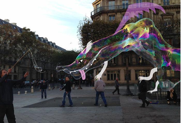 Arte en las calles de París - dragón en burbuja de jabón