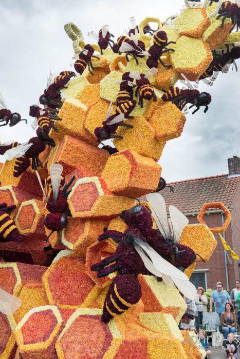 Gigantes esculturas florales - Detalles panal de abejas