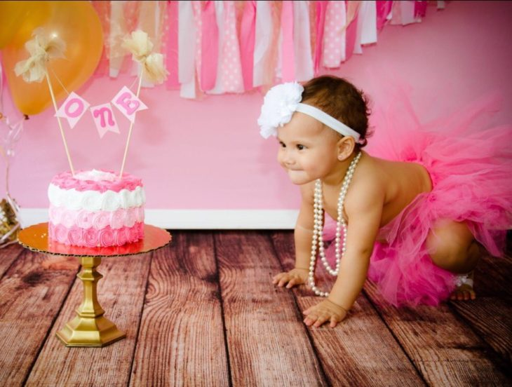 Enamórate de... bebé viendo pastel