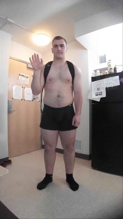 Chico va a clases en calzones