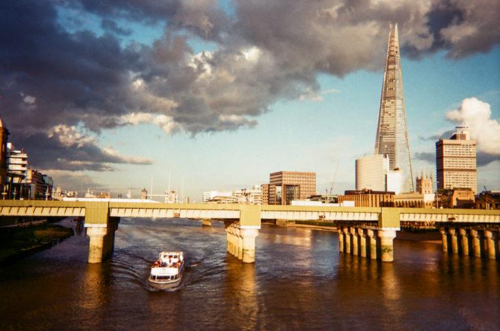 en medio del río yacen los mejores recuerdos