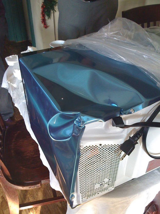 Entrega de horno de microondas destrozado