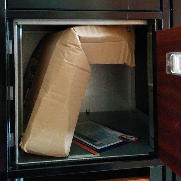 Paquete alto doblado para entrar en un casillero