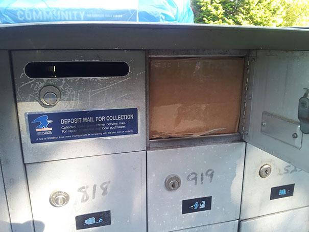 Paquetería atorada en correo