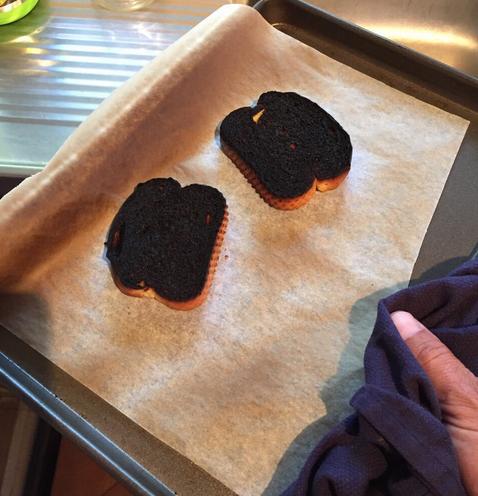 Fails en la cocina - pan quemado