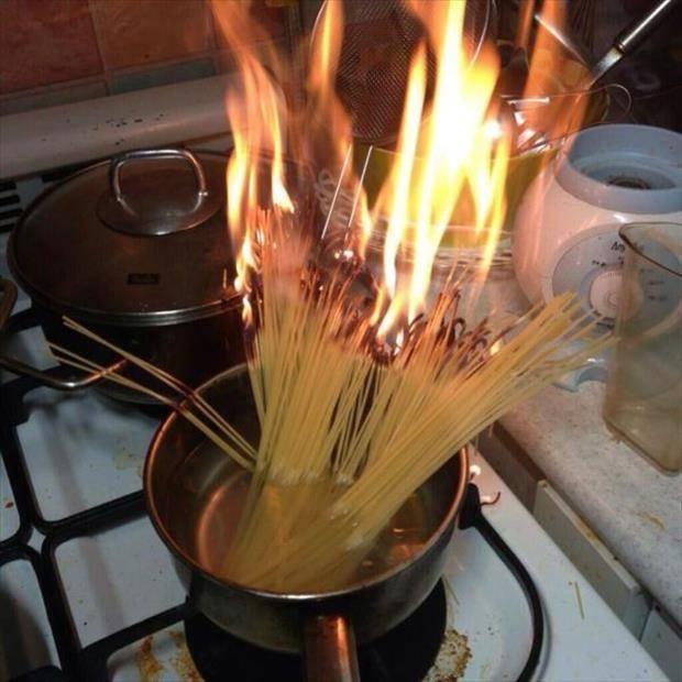 Fails en la cocina - Spaguetti en fuego