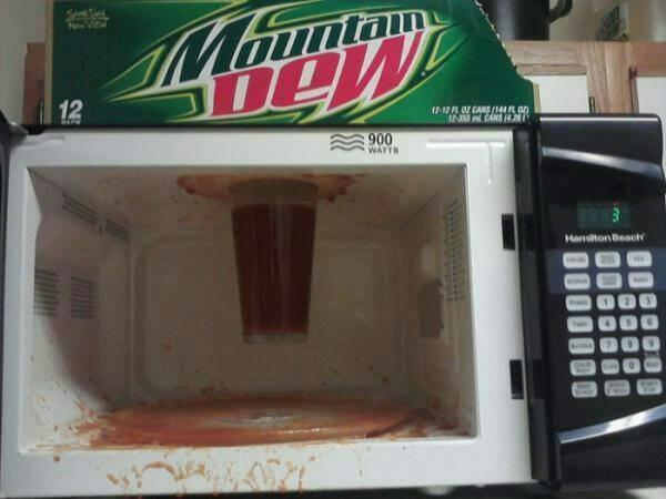 Fails en la cocina - Vaso pegado microondas