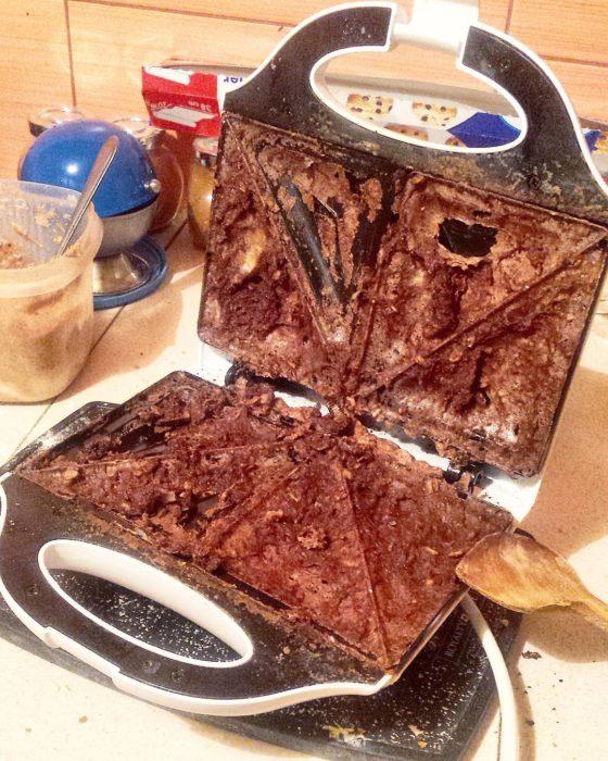 Fails en la cocina - sandwichera quemada