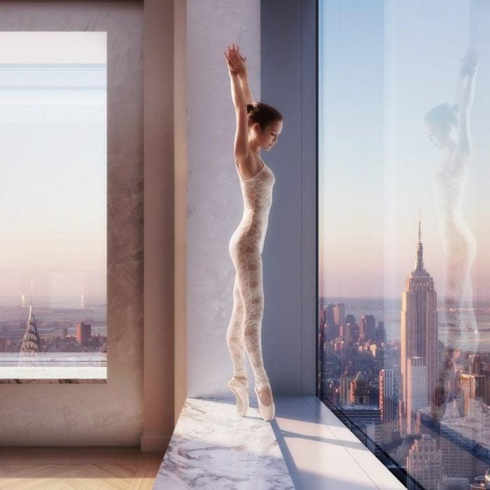 Fotos impresionantes y hermosas. Bailarina enun edificio alto