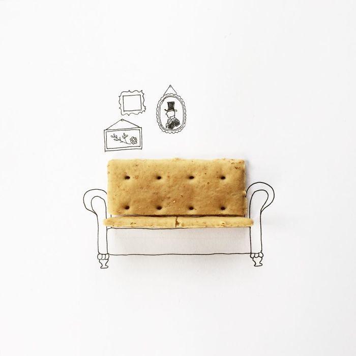 galletas saladas en un sillón