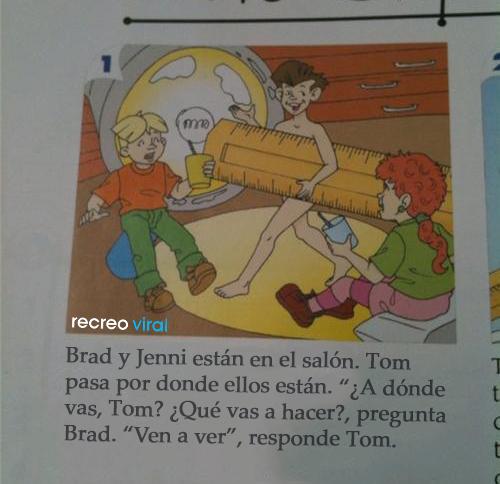 Cosas graciosas en libros de texto - niño desnudo en salón de clases