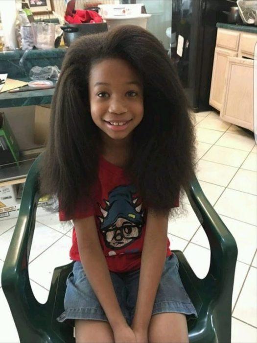 Niño dona su cabello -por fin le van a cortar el cabello