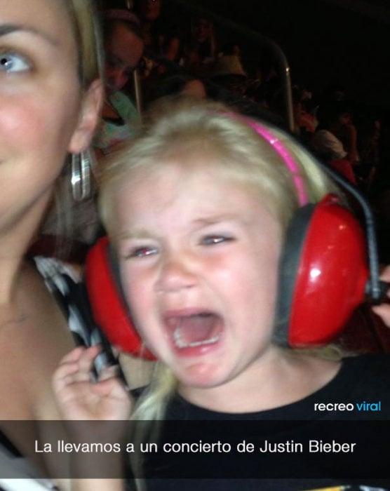 Niña llora porque la llevaron a un concierto de Justin Bieber