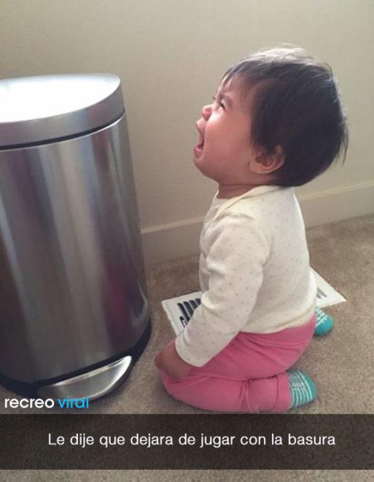 niña llora porque na dejan jugar con la basura