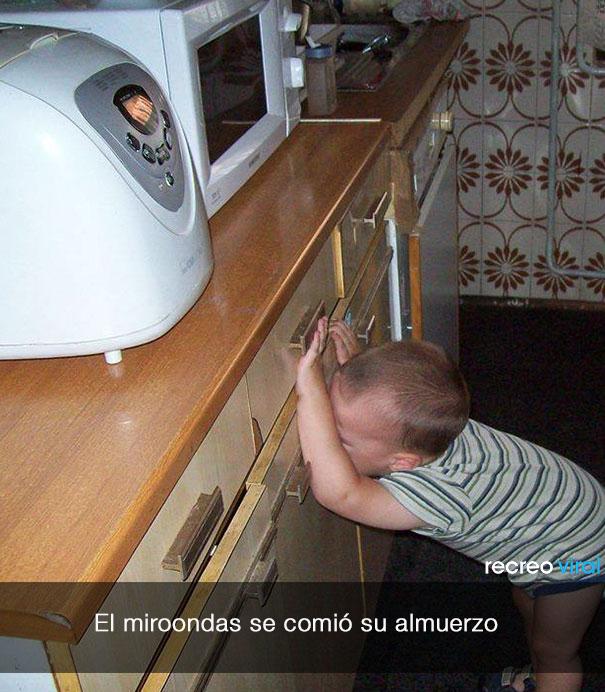 Niño llora porque el microondas se comio su almuerzo