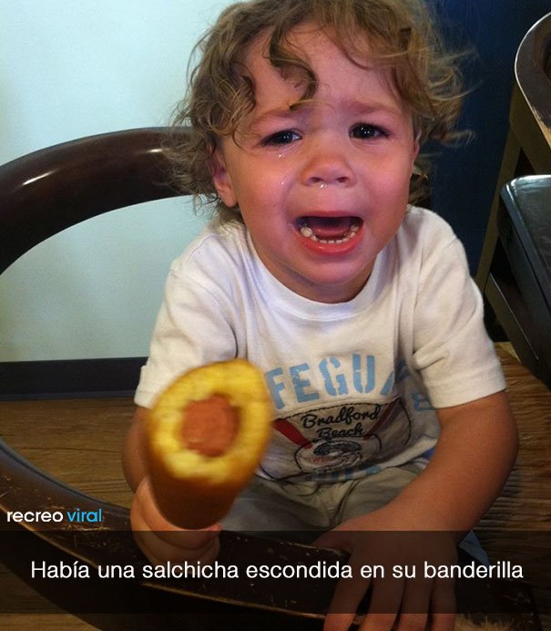niño llora porque hay una salchicha en su banderilla