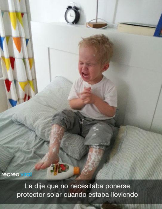 Niño llora porque no lo dejan ponerse protector solar
