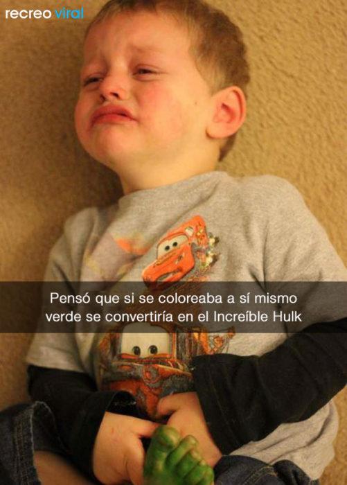 Niño llora porque no se conviritió en el hulk