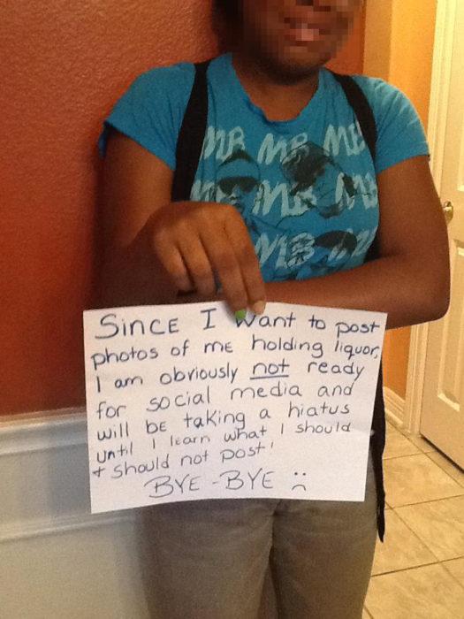 Papás haciendo un buen trabajo - Hija se queda sin redes sociales