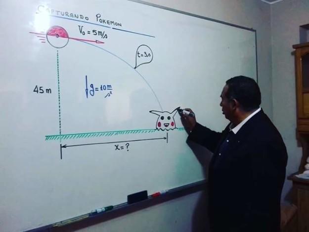 Profesor enseña cómo capturar un pokemón