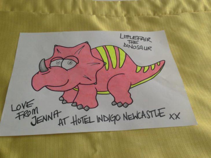 Peticiones absurdas hoteles - Dibujo de un dinosaurio