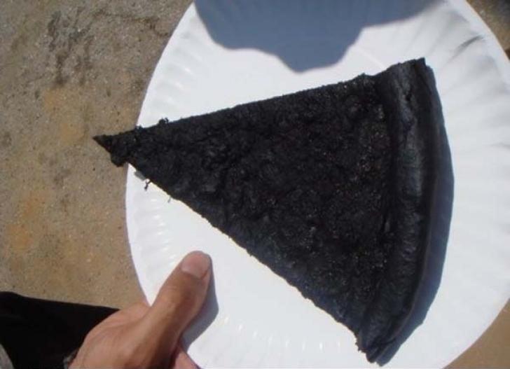 Rebanada de pizza quemada