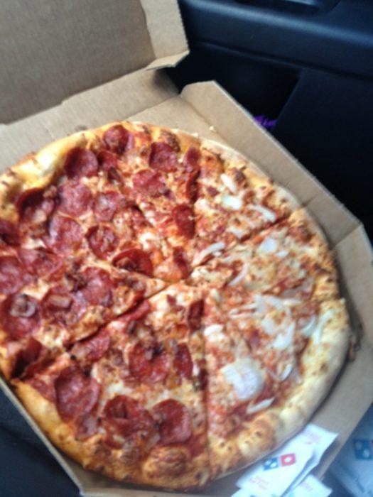 Pizza partida muy mal