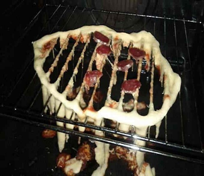 Pizza deshecha en el horno
